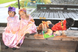 Two fairy princesses and their dogs before the race