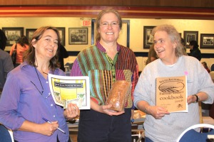 Sitka Local Foods Network board members Linda Wilson, left, and Lynnda Strong, right, present home baker Bridget Kauffman with the Table of the Day Award for the fourth Sitka Farmers Market of the summer on Aug. 28, 2010.